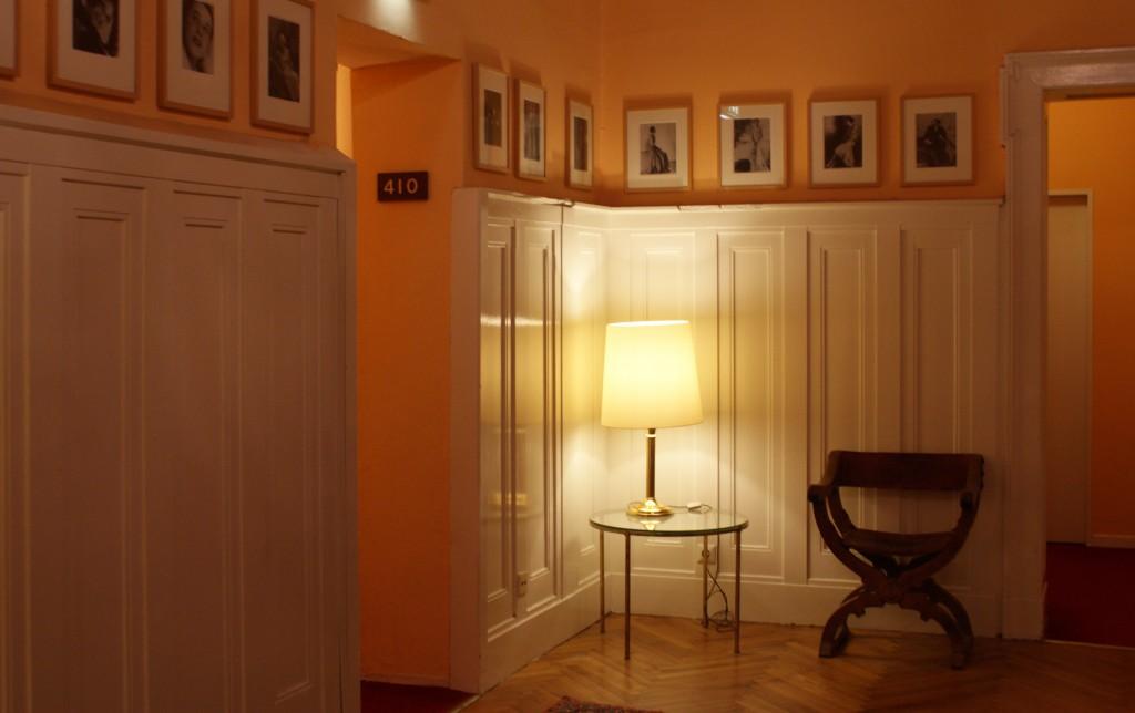 Die Arbeitsräume von Fotografin Yva befanden sich in der vierten und fünften Etage des Hauses in der Schlüterstr. 45 in Berlin (heute das Hotel Bogota). Foto: Barbara Schledorn ©