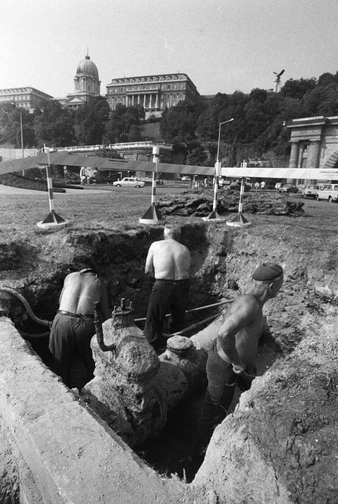 Die Brigade aus Tiszaeszlár arbeitet unweit der Burg in Budapest.