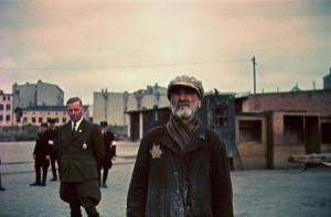Ghetto Lodz, ca. 1940-1944, Hans Bibow, Leiter der NS-Verwaltung des Ghettos Litzmannstadt, und ein unbekannter jüdischer Mann Foto: Walter Genewein