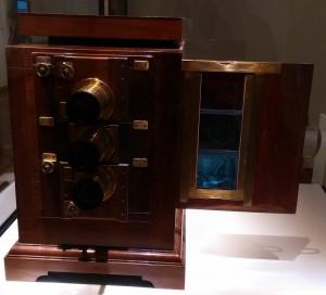 Ausstellung: Projektor von Sergei Mikhailovich Prokudin-Gorskii, Leihgabe aus dem Deutschen Museum München.