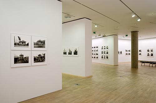 Blick in die Ausstellung ZECHE HANNOVER. Photographien aus dem Ruhrgebiet von Bernd und Hilla Becher, Photographische Sammlung, 2010