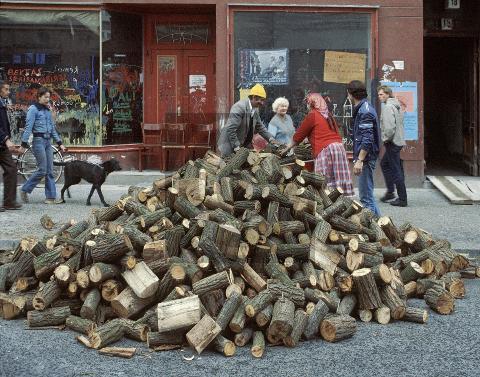 Paul Glaser: Berlin-Kreuzberg, Holzladung 1986