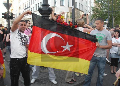 Paul Glaser: Berlin, Deutsch-Türken 27.6.2010 Fußballweltmeisterschaft