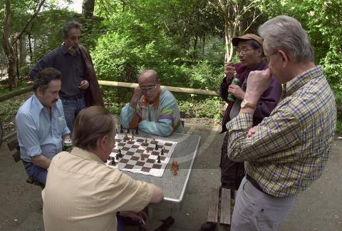 Paul Glaser: Schachspieler in der Hasenheide, Berlin-Neukölln