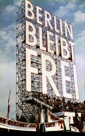 Aufsteller zur 1.-Mai-Kundgebung 1959. Foto: Rolf Goetze © Stadtmuseum Berlin mit freundlicher Genehmigung
