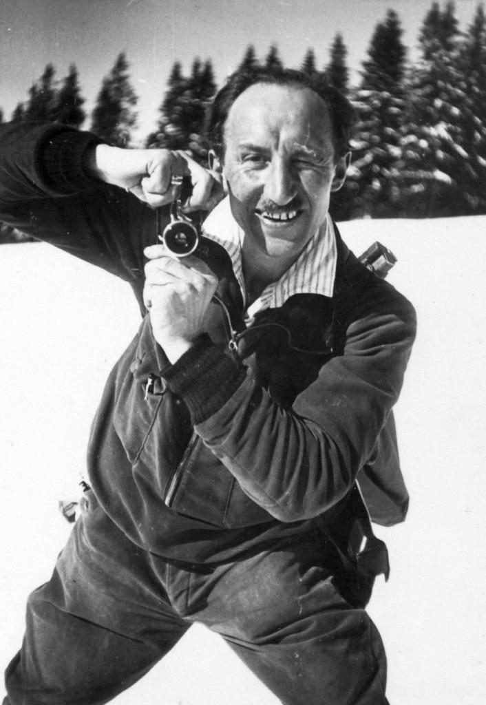 Julius Groß (Fotograf), Selbstporträt mit Leica im Riesengebirge, um 1930, Quelle: Archiv der deutschen Jugendbewegung © (AdJb) F1/Privat/077