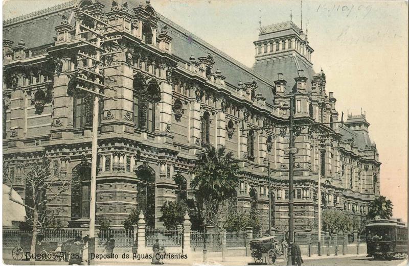 """Bildpostkarte """"Buenos Aires. Deposito de Aguas Corrientes"""", gelaufen 1914. Das 1894 fertig gestellte Wasserwerk steht nicht nur für die moderne Architektur, sondern ebenso für eine moderne Stadtplanung und Hygiene, aus der Sammlung von Hinnerk Onken, mit freundlicher Genehmigung"""