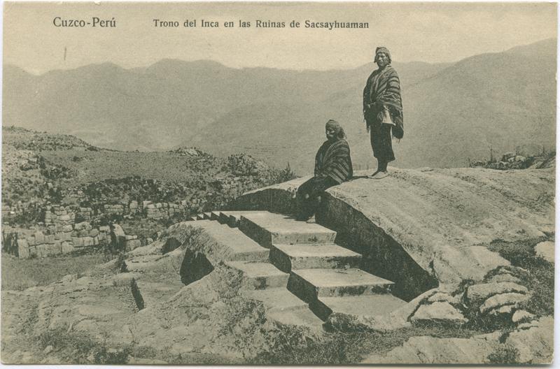 """Bildpostkarte """"Cuzco – Perú. Trono del Inca en las Ruinas de Sacsayhuaman"""", Verlag: H. G. Rosas, Cuzco, c. 1910, aus der Sammlung der SHMH/Altonaer Museum, Hamburg, Inv.Nr. 2008/14,82 © Foto: SHMH/Altonaer Museum, mit freundlicher Genehmigung"""