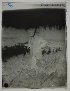 Der Biologe Einar Naumann (1891-1934) arbeitete in Schweden und war ein Pionier in der Verwendung von Film und Foto in der ökologischen Forschung, Fotograf unbekannt, 12.9.1922 Original Glasnegativ 12 x 18 cm (digitalisiert), gemeinfrei