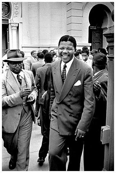 Jürgen Schadeberg: Nelson Mandela and Moses Kotane during the Treason Trial 1958 http://www.jurgenschadeberg.com/galleries/NelsonMandela_1951_2007/Nelson_02.htm © Jürgen Schadeberg mit freundlicher Genehmigung