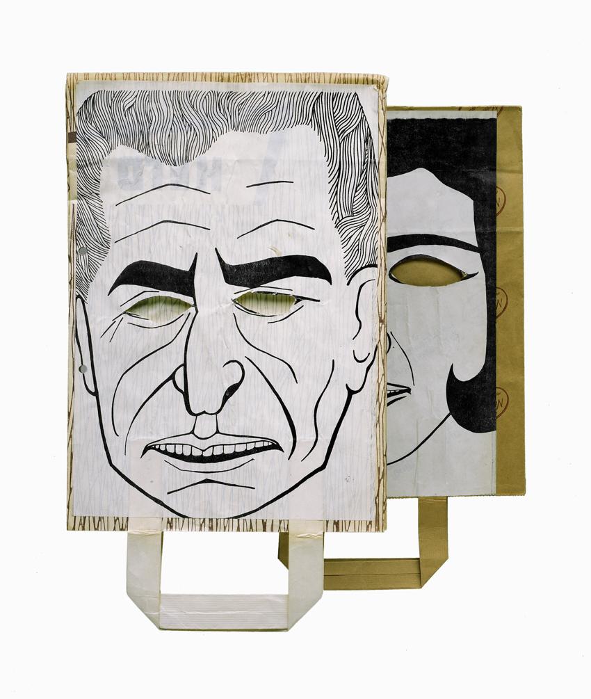 """""""Tarnkappen"""" der Kommune 1: mit dem Gesicht des Schahs und seiner Frau bemalte Papiertüten, Berlin 1967. Foto: Michael Jentsch, Haus der Geschichte, Bonn (www.hdg.de) © mit freundlicher Genehmigung"""