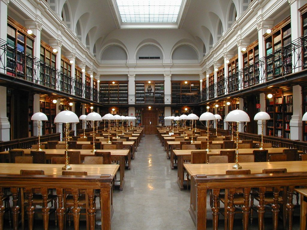 Der Lesesaal der Universitätsbibliothek Graz (19. Jahrhundert) am 2. September 2003. Foto: Marcus Gossler - Own work, CC BY-SA 3.0 https://commons.wikimedia.org/w/index.php?curid=352545