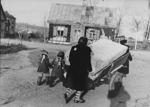 Mediated Memories: Holocaust Narratives and Iconographies in Lithuania After 1990
