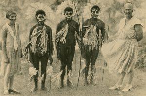 Neun Blicke auf ethnografische Bilderwelten
