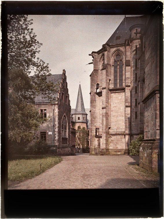 Deutsches Haus & Komturei – Durchgang zwischen Deutschordensgebäuden und Elisabethkirche